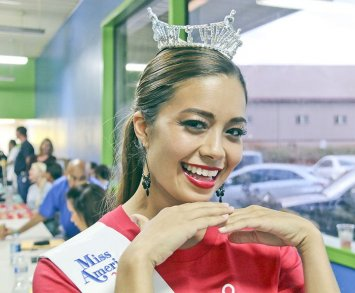 Beauty Queen Who Had Pectus Excavatum Gives Back
